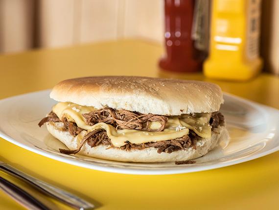 Sándwich de mechada luco con queso