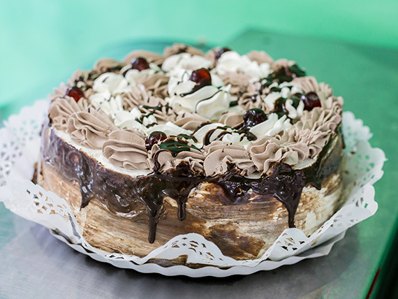 Torta mousse de chocolate con crema
