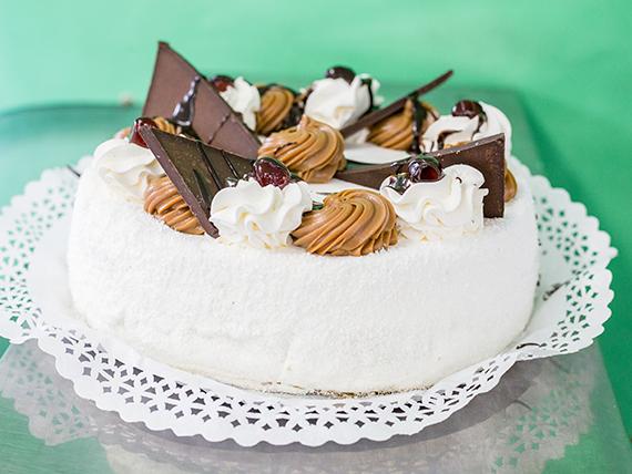 Torta de crema con dulce de leche