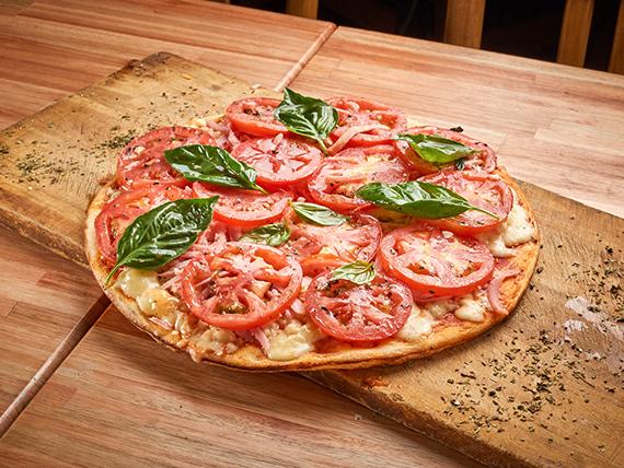 A05 - Pizza mozzarella con tomate y albahaca