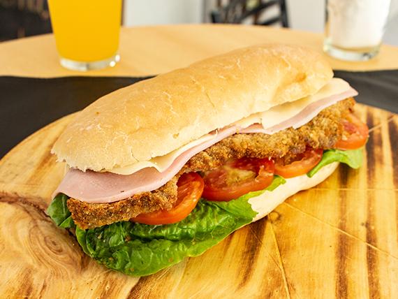 Sándwich a elección con lechuga y tomate