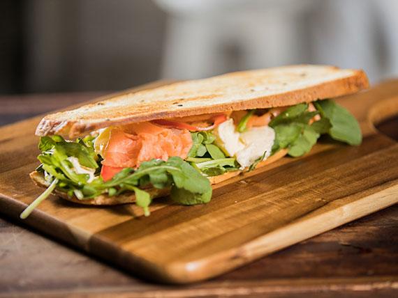 Tostado salmón ahumado