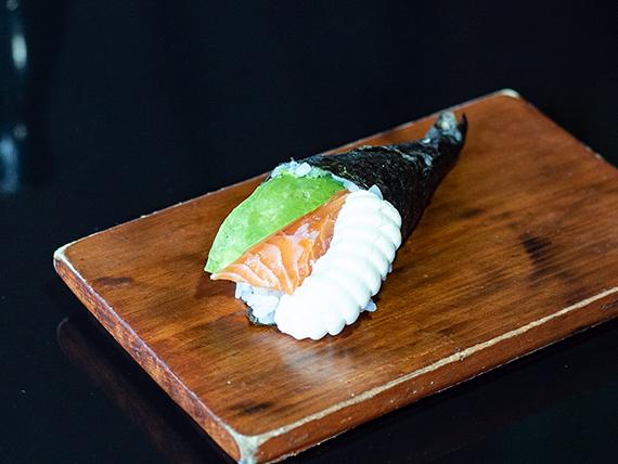 Temaki salmón