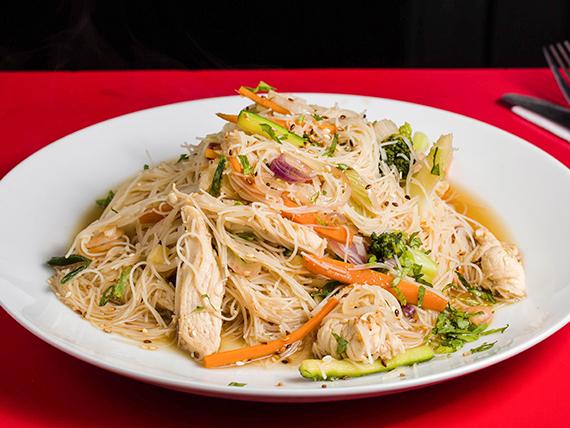 Tallarín de arroz al estilo thai