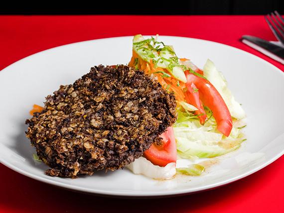 Hamburguesa de poroto negro con ensalada mixta