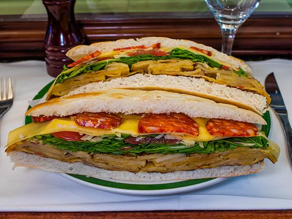 Sándwich de tortilla y queso