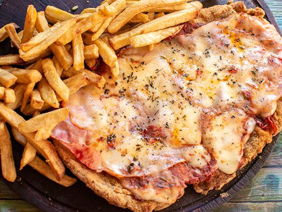 Milanesa de carne a la napolitana con papas fritas