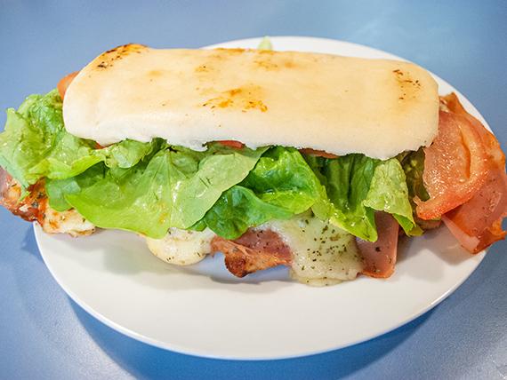 Sándwich de suprema de pollo completo