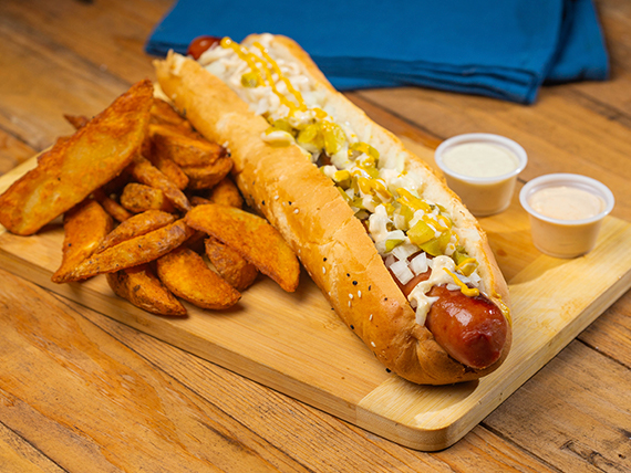 American Hot  Dog con papas fritas + bebida