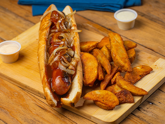 Bacon Wrapped Hot Dog con papas fritas + bebida