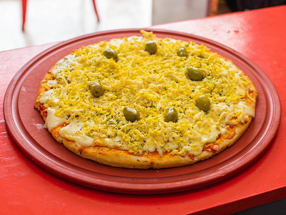Pizza muzzarella con huevo