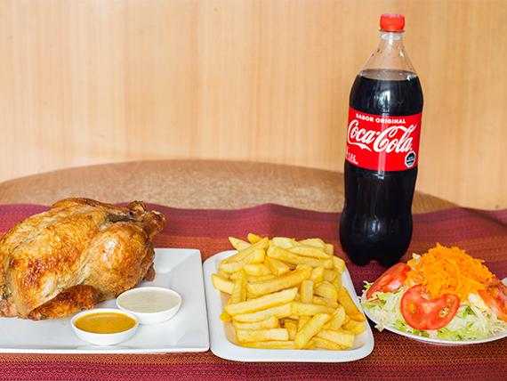 Promo 4 - Pollo entero a las brasas + porción de papas fritas familiar + ensalada + salsas peruanas + bebida o jugo 1.5 L