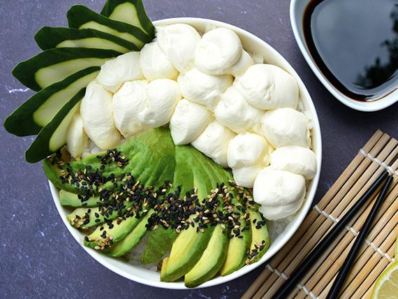 Sushi salad palta, pepino y phila