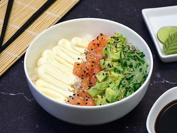 Chirashi salad salmón, palta, phila y pepino