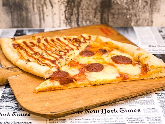 Promo - Slice XXL pepperoni + slice XXL chicken BBQ + gaseosa lata 345 ml