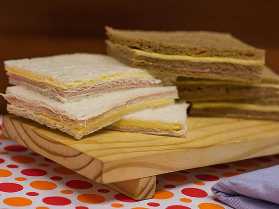 Sándwich de jamón y queso (6 unidades)