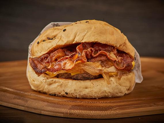Hamburguesa con queso cheddar y panceta