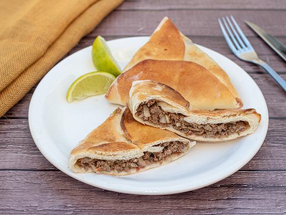 Empanada árabe de carne al horno