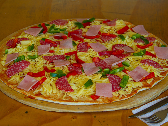 Arma tu pizza familiar  (4 ingredientes)