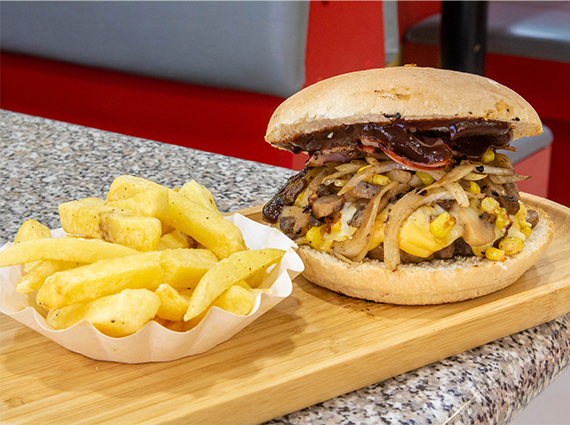 Combo - Sándwich bacon (12 cm) + papas fritas + Bebida 591 cc