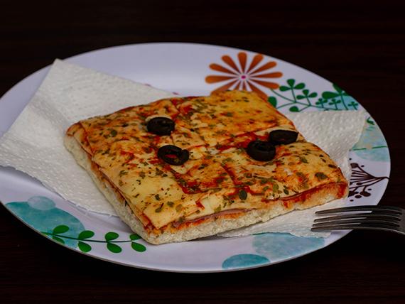 Trozo de pizza individual napolitana