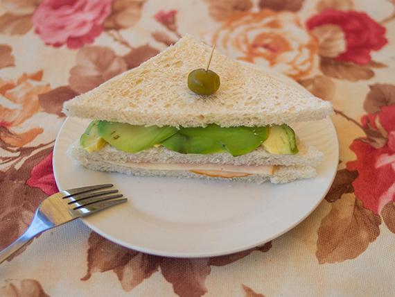 Sándwich triple de miga