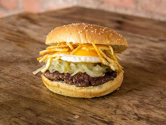 Burger a lo pobre con papas fritas