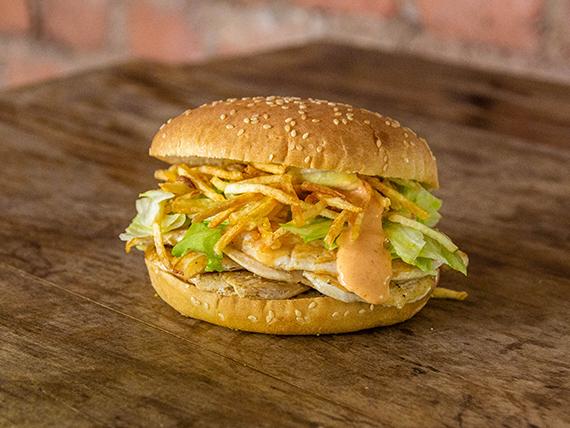 Sándwich pollo class con papas fritas