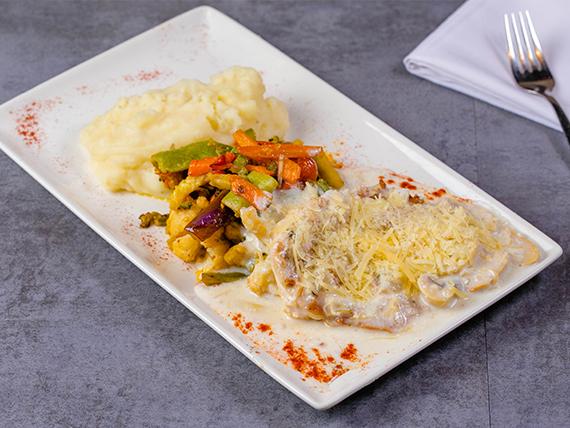 Filete de pollo al champignon y tocino