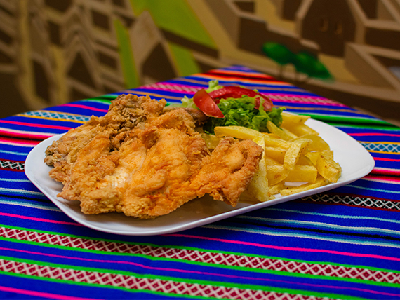Pollo broaster con papas fritas