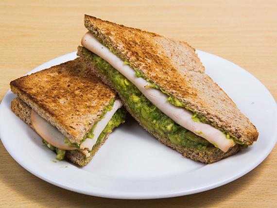 Sándwich de palta y pavo