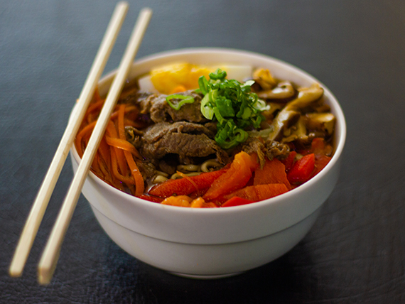 Sopa ramen niku (carne)
