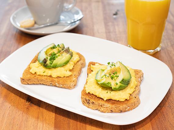 Combo happy - Latte 12oz + 2 avocado toast de pan de masa madre (huevos revueltos y palta)