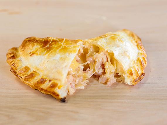 Empanada de jamón y queso (14 cm)