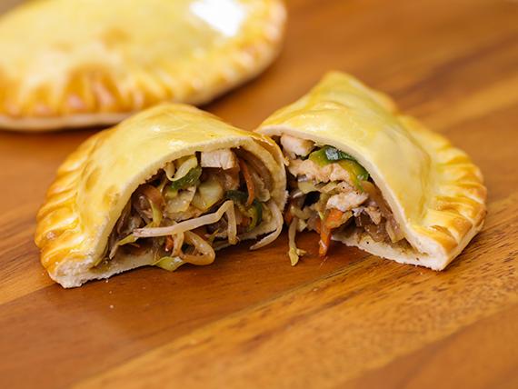 13 - Empanada de chop suey de pollo