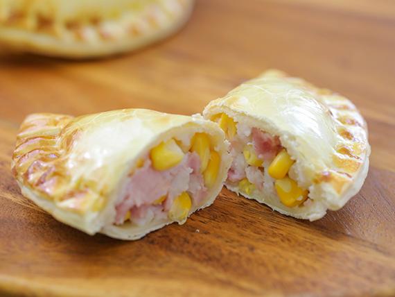 33 - Empanada de choclo y jamón