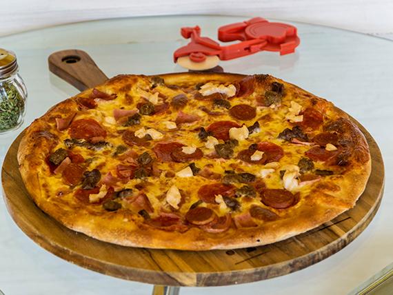 Pizza con todas las carnes