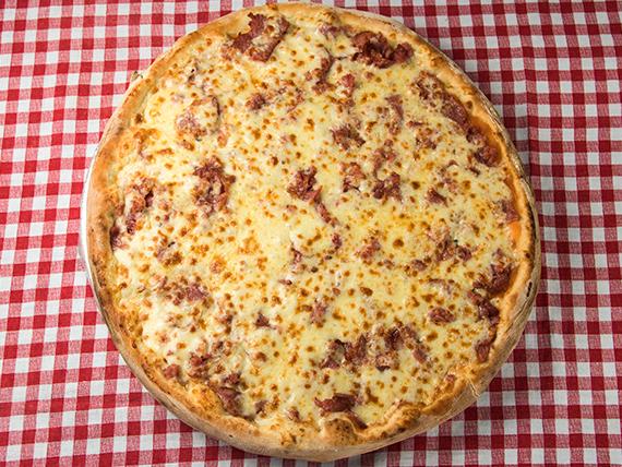 19 - Pizza calabresa da casa