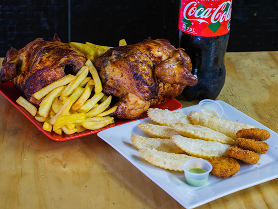 Chicken 4 - 2 pollos enteros + papa maxi + papa mediana + 6 nuggets + 6 empanadas + bebida 1.5 L