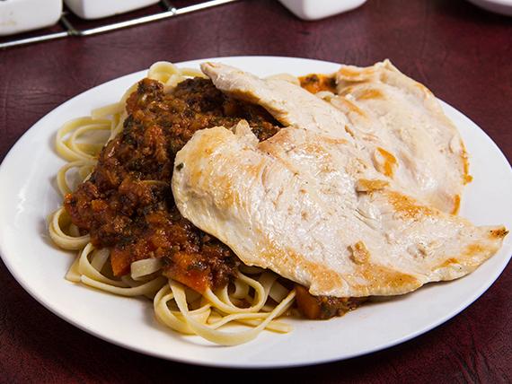 Filete de pollo a la plancha con dos agregados