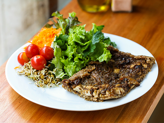Tarta de tofu, cebolla y nueces con masa de harina integral orgánica