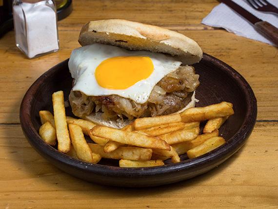 Sándwich de hamburguesa a lo pobre