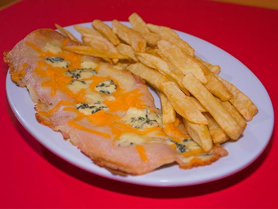 Milanesa Diva a la crema de 4 quesos con papas fritas