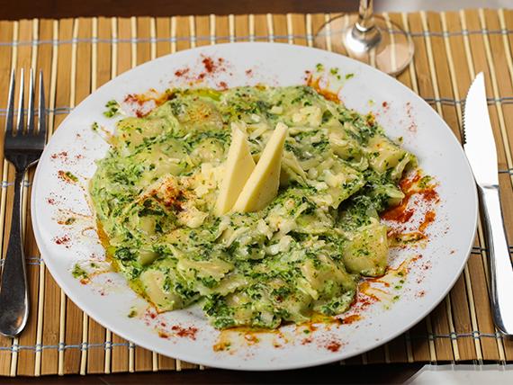 Ravioles con salsa verde