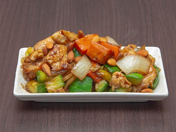 Pollo con castañas de cajú