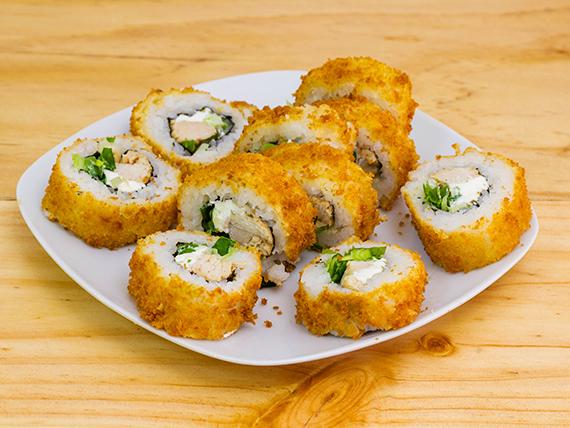 Roll de queso crema, pollo y cebollín, envuelto en panko