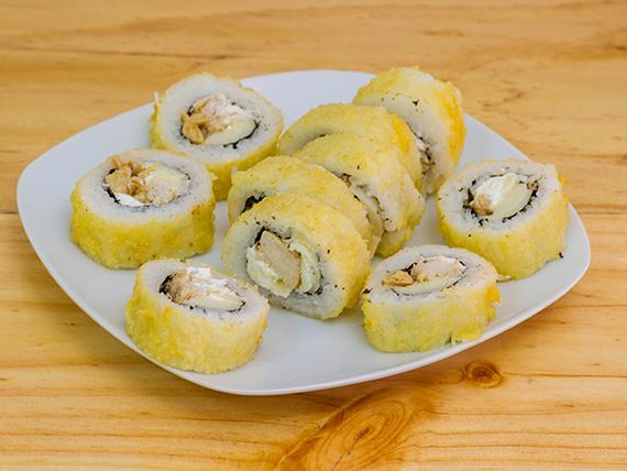 Roll de queso crema, palmitos y pollo, envuelto en tempura