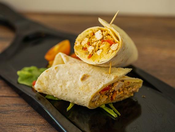 Wrap de tofu, verduras y hummus con acompañamiento a elección