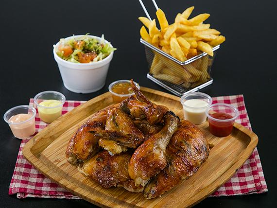 Pollo entero + doble acompañamiento + soda