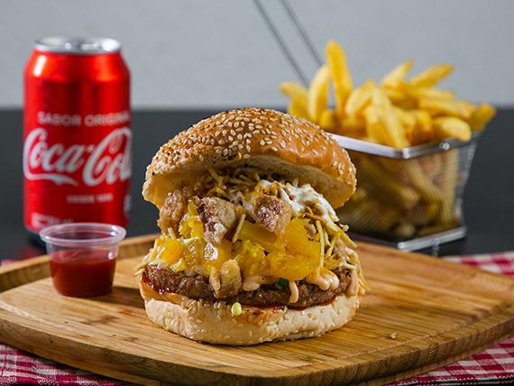 Pretty burger + papas fritas + soda